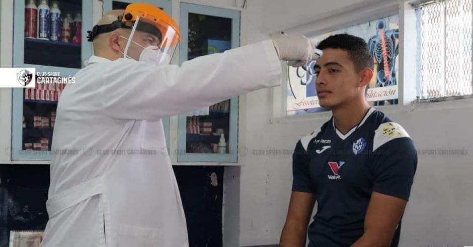 Pruebas médicas a futbolista