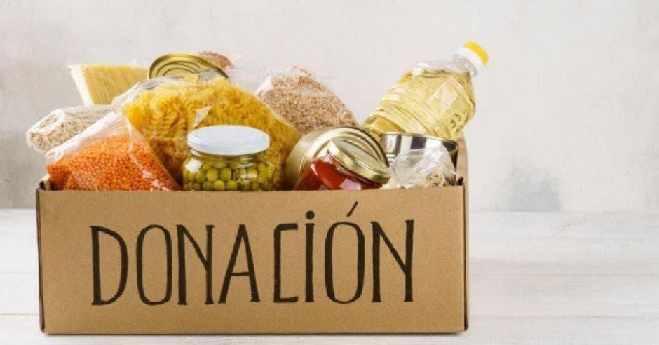 Donación de alimentos en caja