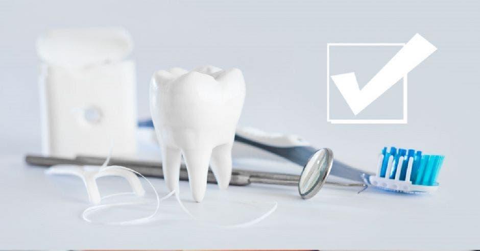 Dentista arreglando dientes