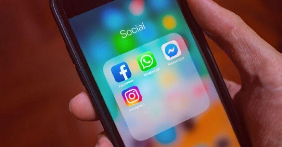 Redes sociales en celular