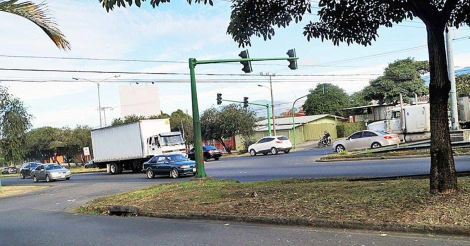 Intersección de Hatillo 4 con paso de autos