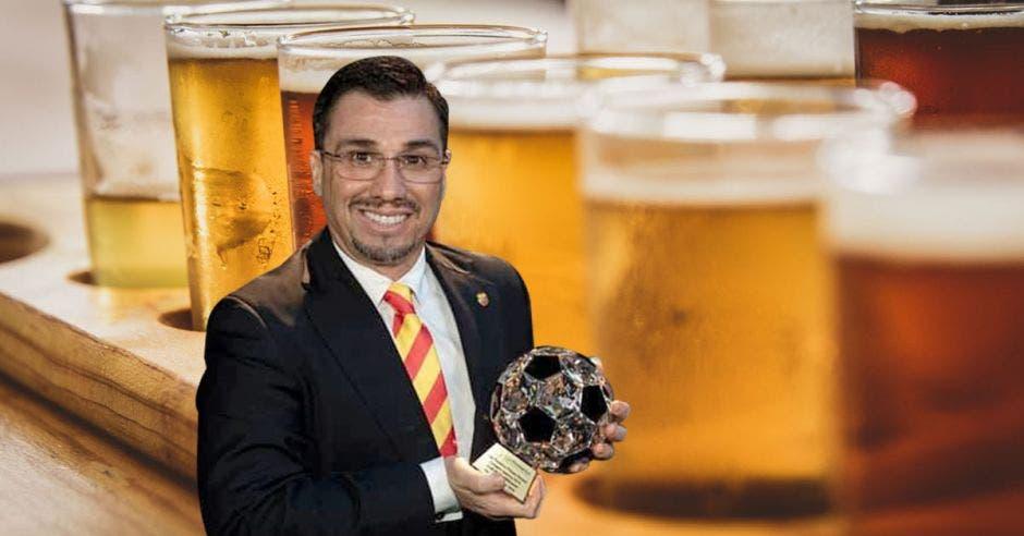 hombre y cervezas