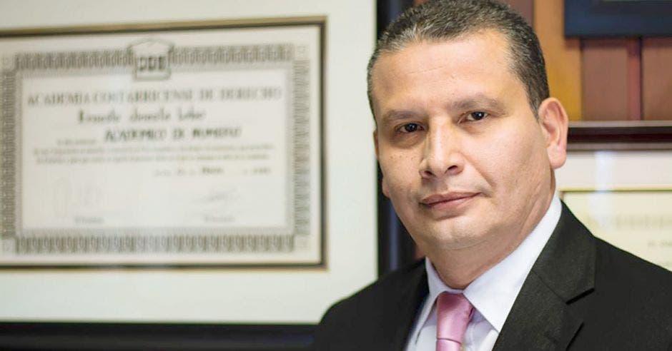 Ernesto Jinesta, ex presidente de la Sala Constitucional y defensor de la parte afectada