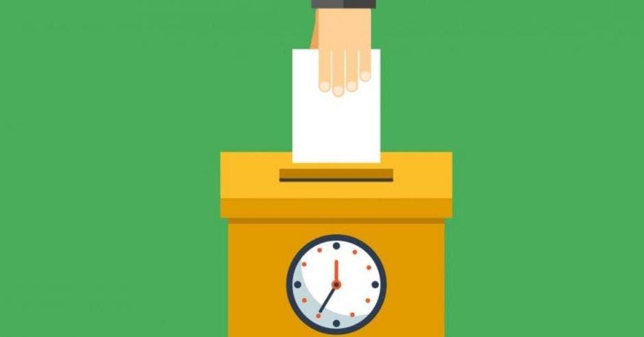Persona depositando votos.
