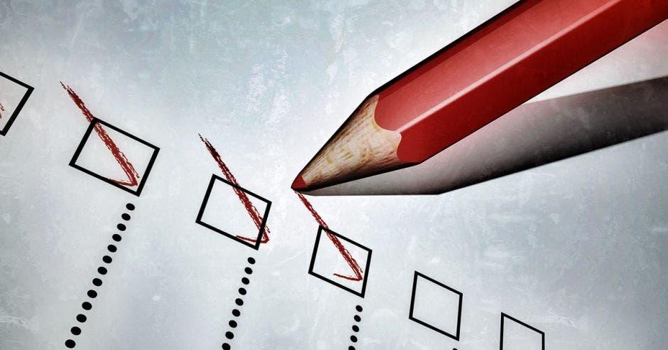 Lápiz rojo dando check en cuadros
