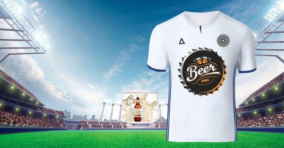 Camisa de fútbol con patrocinio de bebida alcohólica