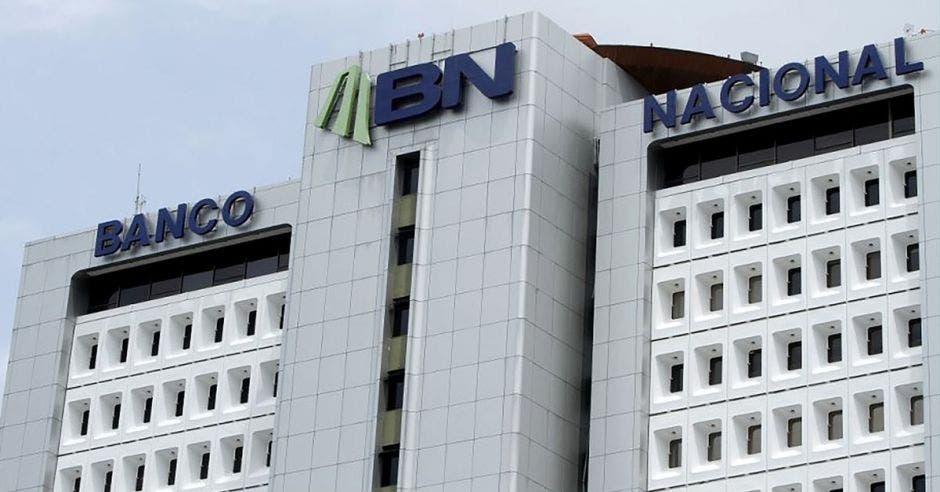 Vemos una foto del edificio central del Banco Nacional