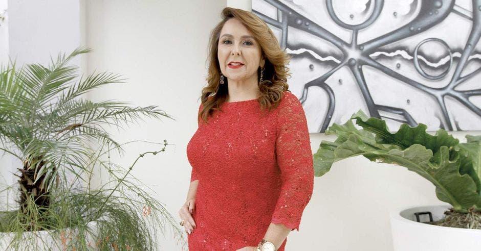 Mujer vestida de rojo