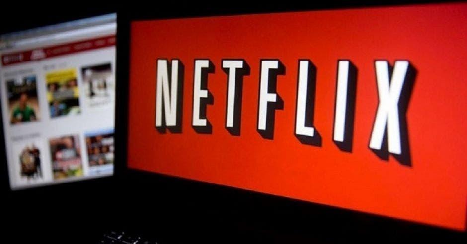 Computadora con Netflix puesto