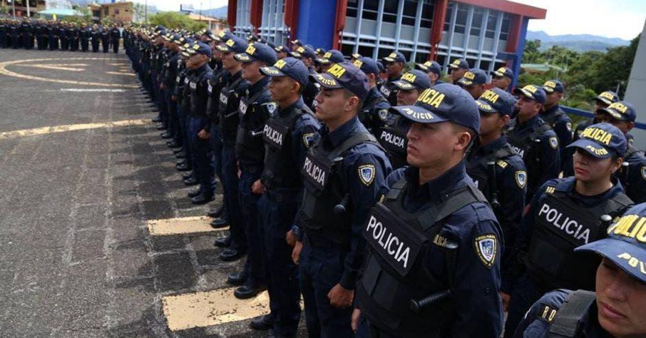 Policías en fila
