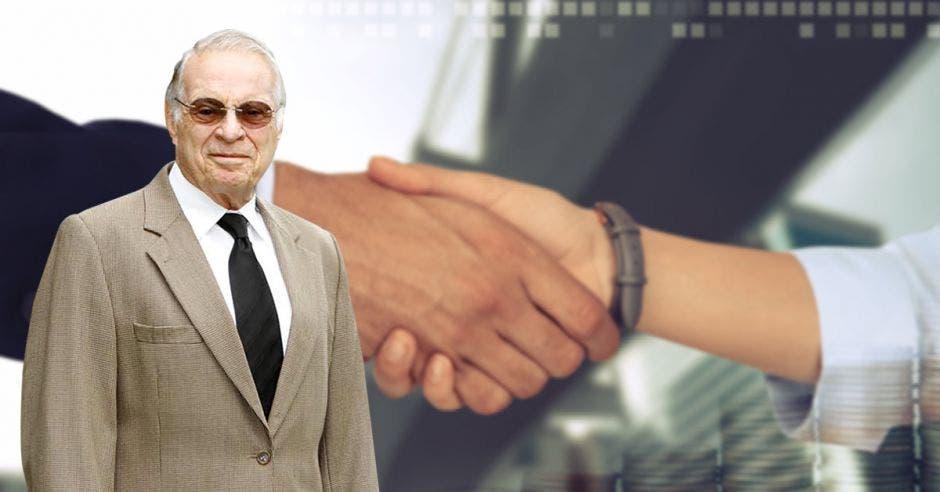 Miguel Ángel Rodríguez frente a apretón de manos