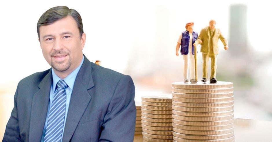 Jaime Barrantes y una imagen de monedas y dos figuras de viejitos