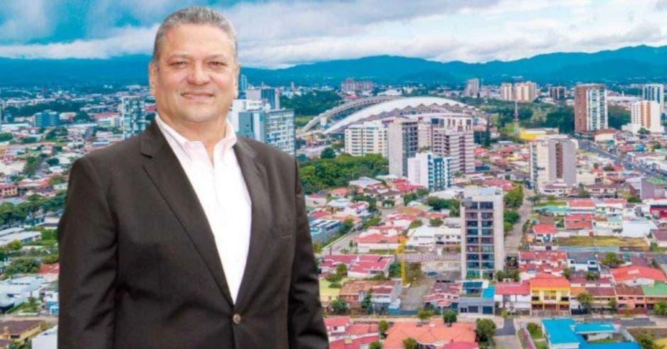 Johnny Araya, representante de los alcaldes.
