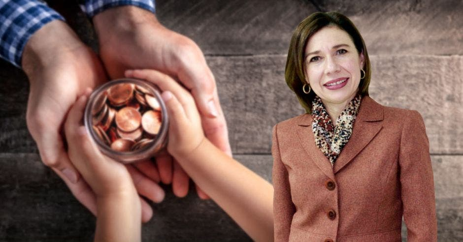 Annabelle Ortega, mujer de café frente a monedas