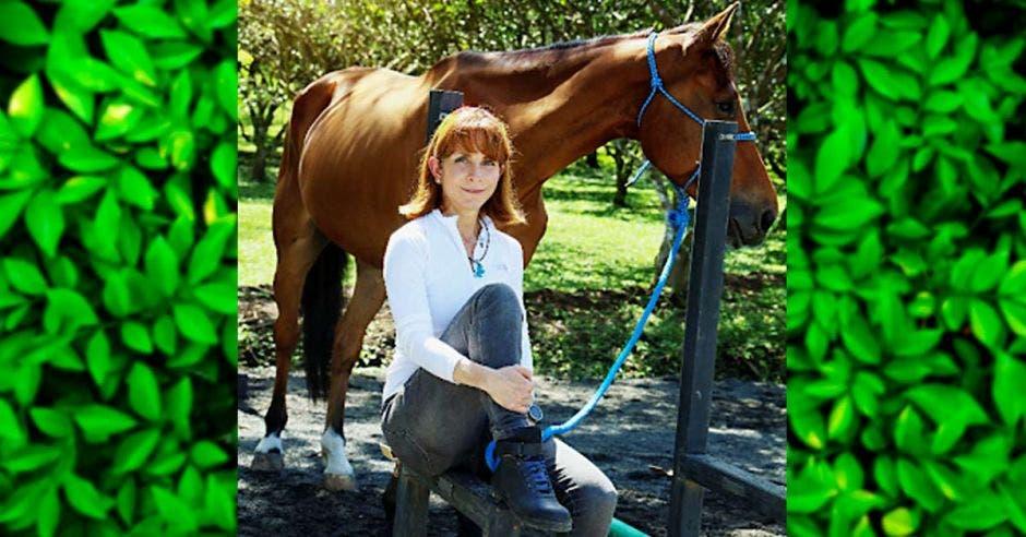 Mujer con caballo