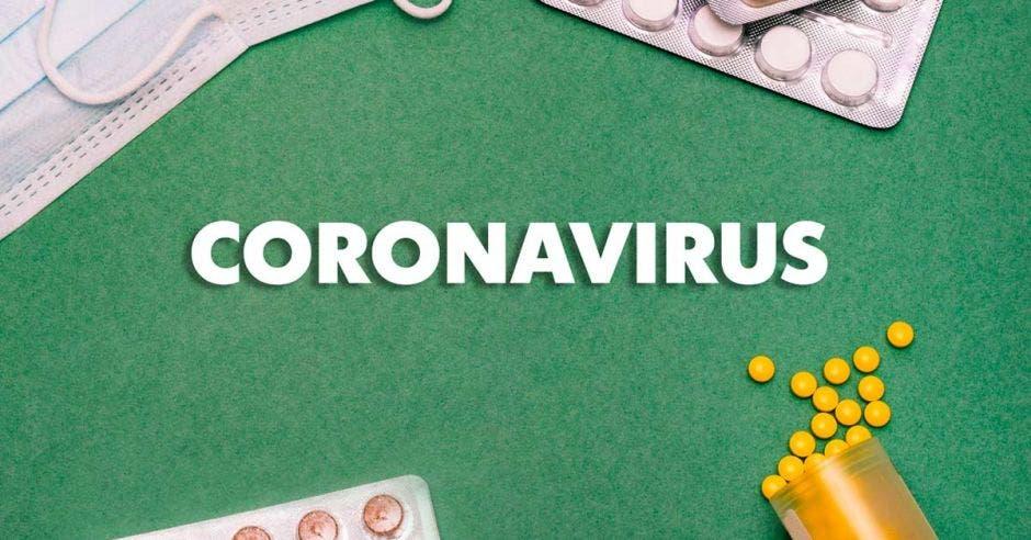 La palabra coronavirus y varias ilustraciones de pastillas