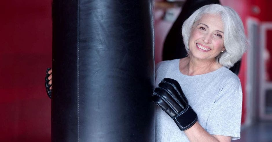 mujer adulta mayor