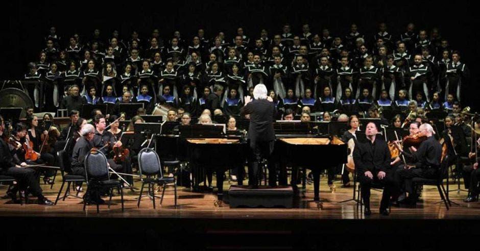 Orquesta en escenario