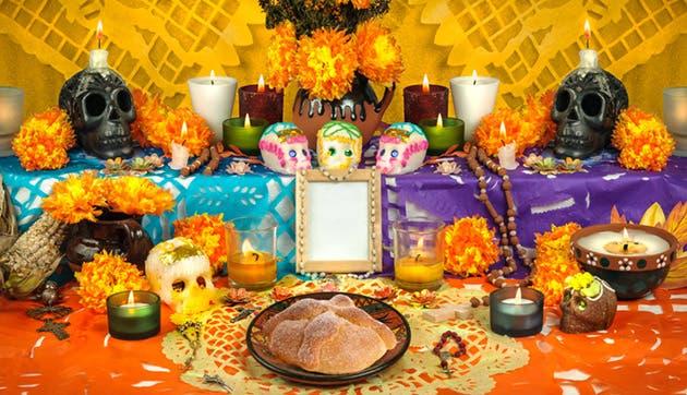Altar típico mesoamericano para el rito de los muertos.
