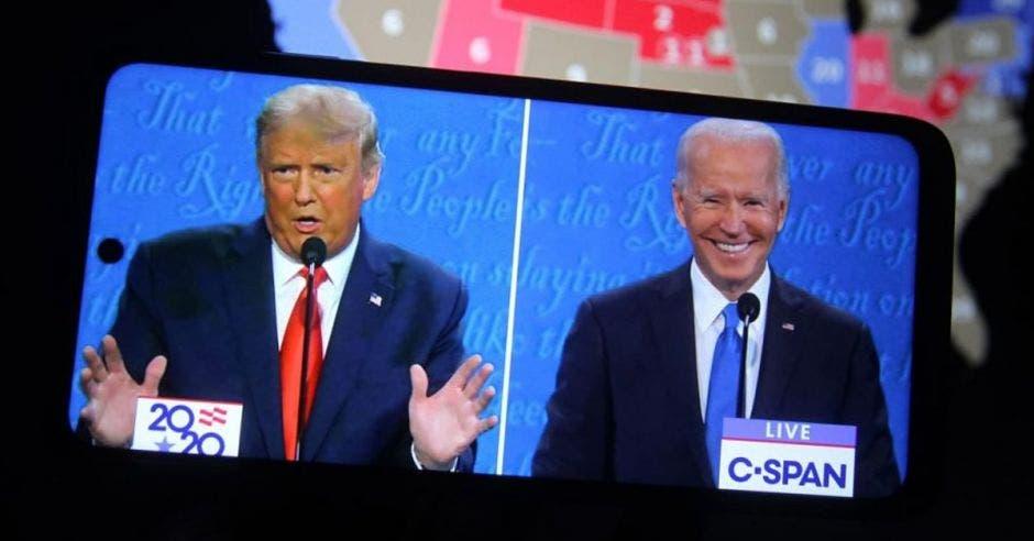 Trump y Biden en debate visto en celular