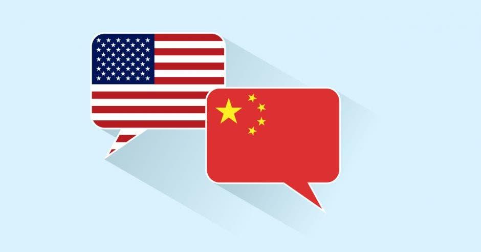 Burbujas con bandera de China y Estados Unidos