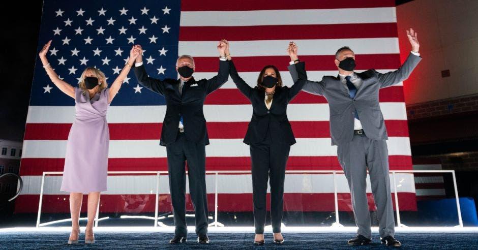 Joe Biden, segundo a la izquierda, espera ganar esta tarde. Cortesía/La República.