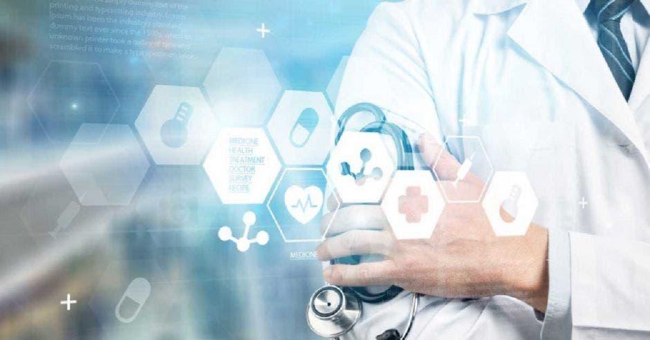 Un médico con tecnología