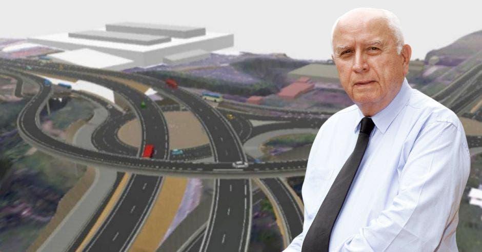 Rodolfo Méndez, ministro de Obras Públicas, con el corredor Taras-La Lima de fondo