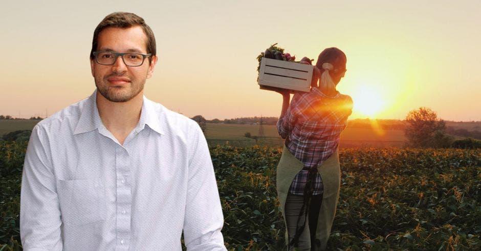 Hombre de lentes frente a agricultor