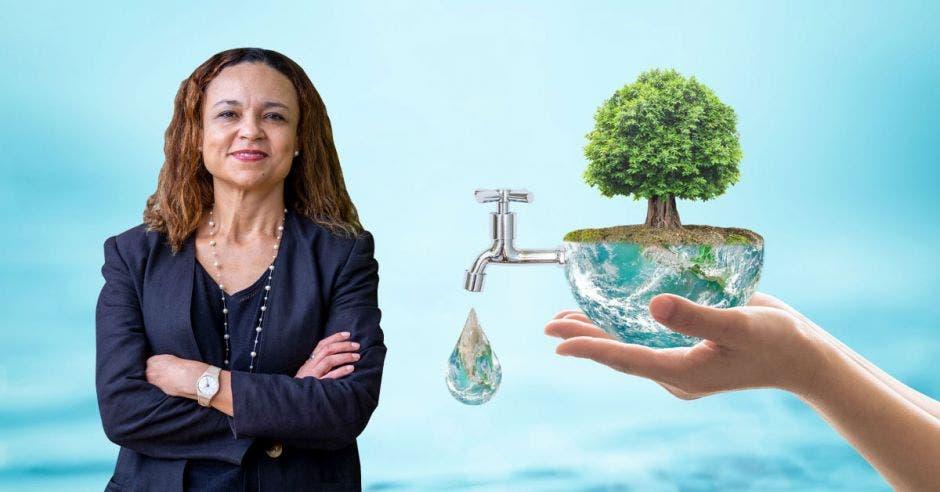 una mujer junto a una imagen de un grifo expulsando agua desde un globo terráqueo