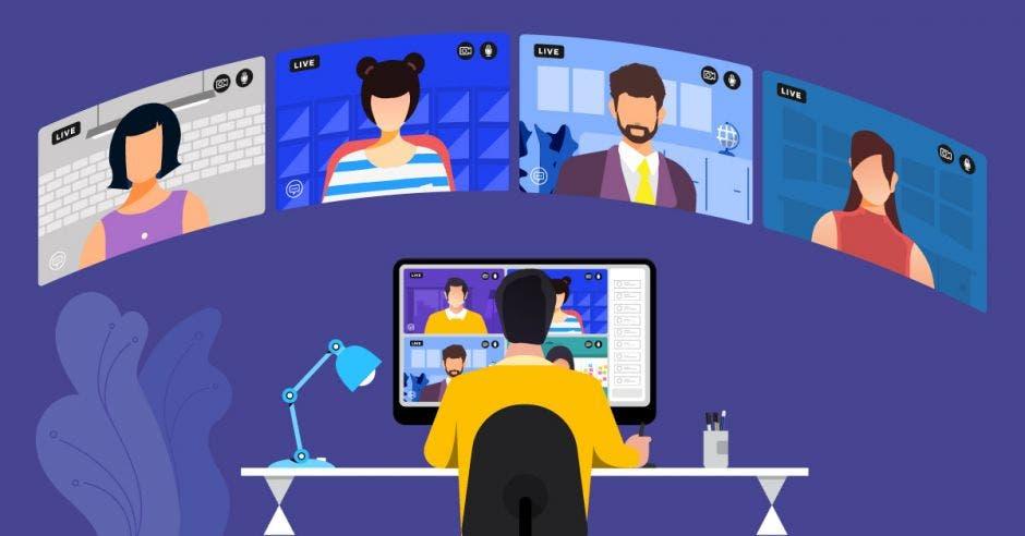 Una persona frente a una computadora y en una videollamada