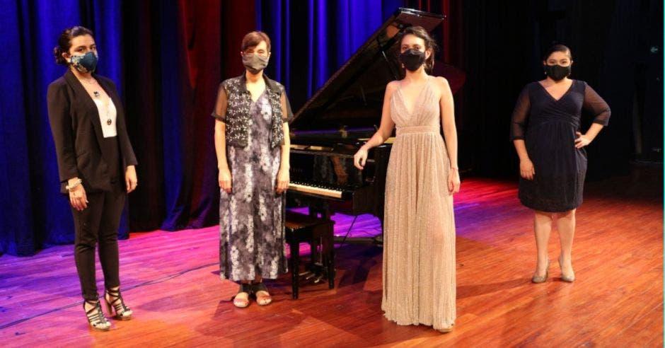 Mujeres en escenario