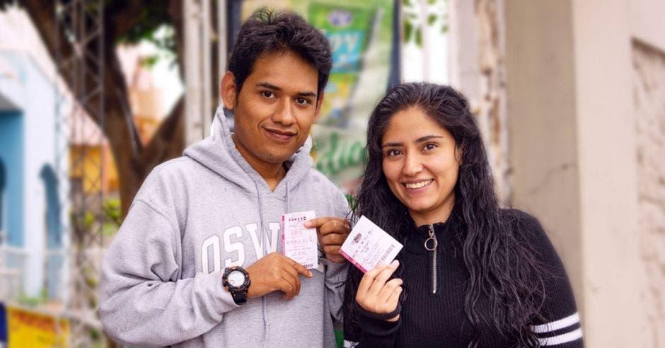 pareja latina ganadores de TheLotter