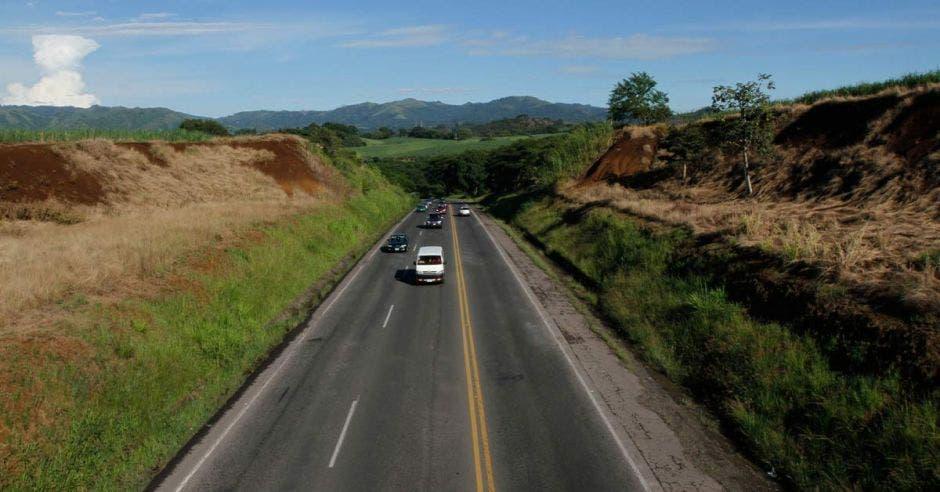 una carretera pavimentada