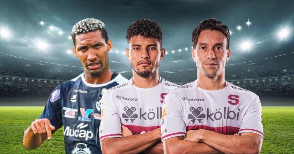 Tres futbolistas juntos