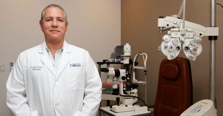 Nelson Bravo, médico oftalmólogo del Hospital Clínica Bíblica.