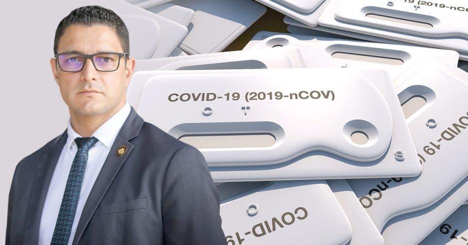 Daniel Salas, ministro de Salud y en el fondo una imagen de test rápidos para diagnosticar Covid-19