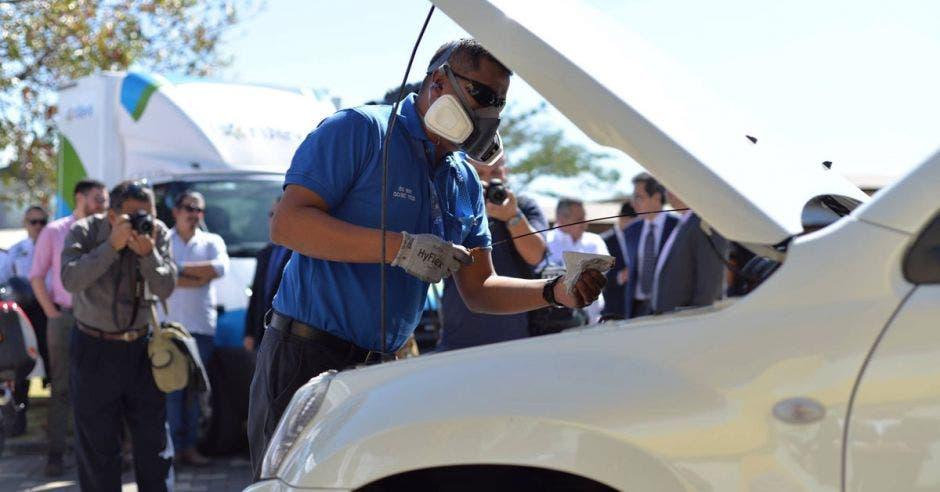 La revisión técnica vehicular ayuda a reducir los accidentes, ya que verifica el estado de los vehículos y algunos de sus principales componentes. Archivo/La República.