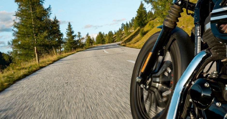 Motocicleta a exceso de velocidad
