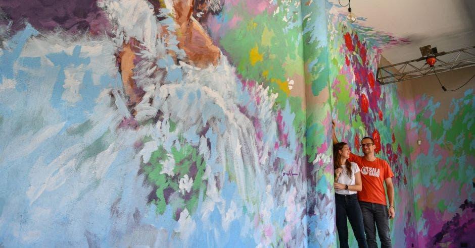 Pablo Unfried, muralista y Isabella Mesalles