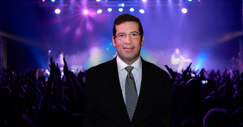Productor de eventos frente a concierto