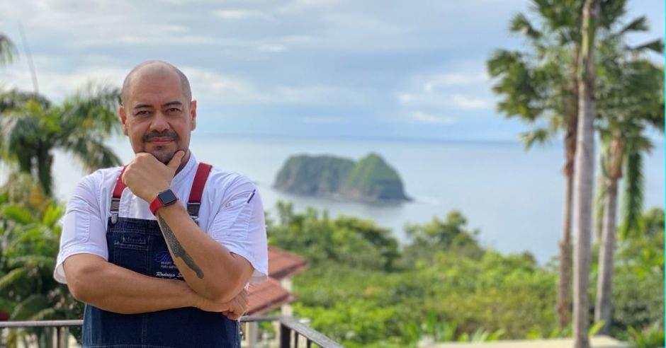 Chef frente a paisaje