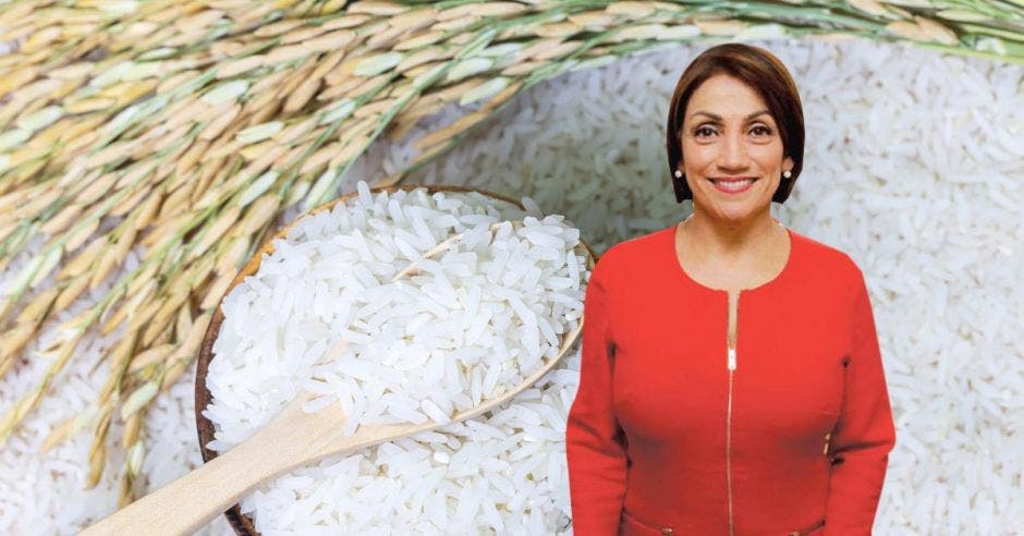 una mujer de vestido rojo sobre un fondo de granos de arroz