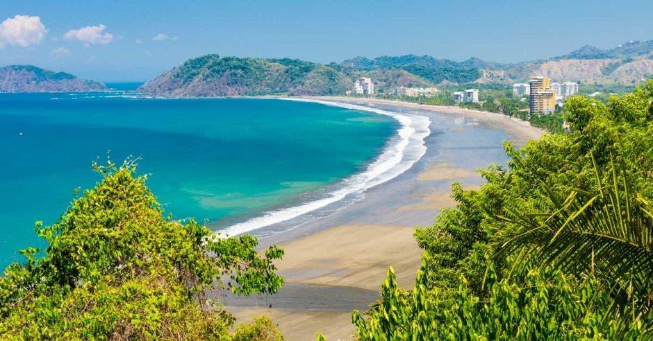 Toma panorámica de playa Jacó