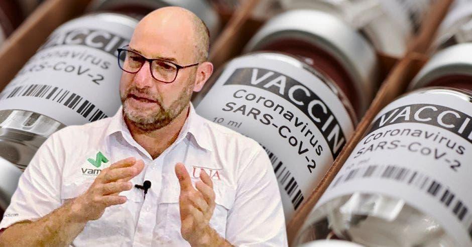Juan José Romero, coordinador de la Maestría en Epidemiología de la Universidad Nacional y unas fotos de unas dosis de vacuna contra Covid-19