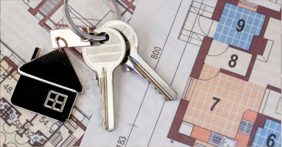 llaves sobre un plano de vivienda