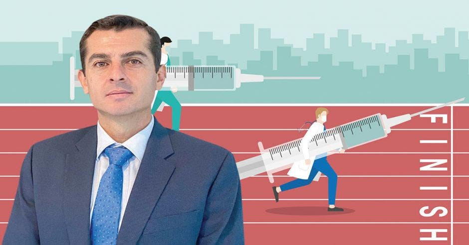 Esteban Vega de la O, gerente de Logística de la Caja y un dibujo de dos personas corriendo con una vacuna