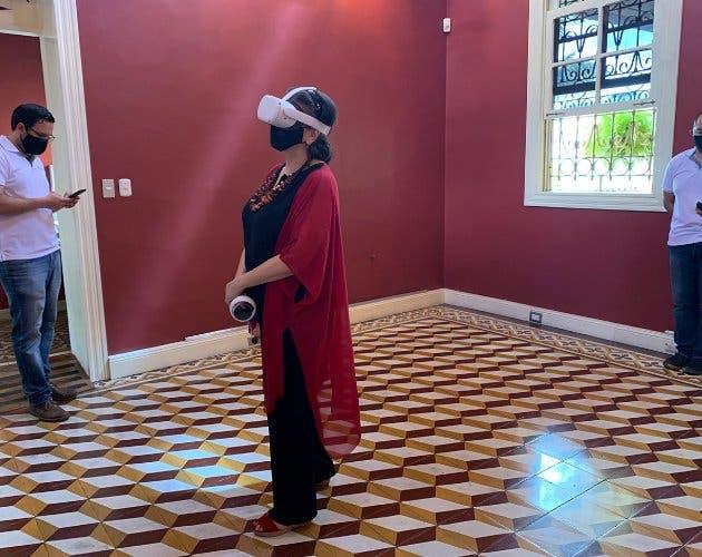 Viendo muestra de realidad virtual