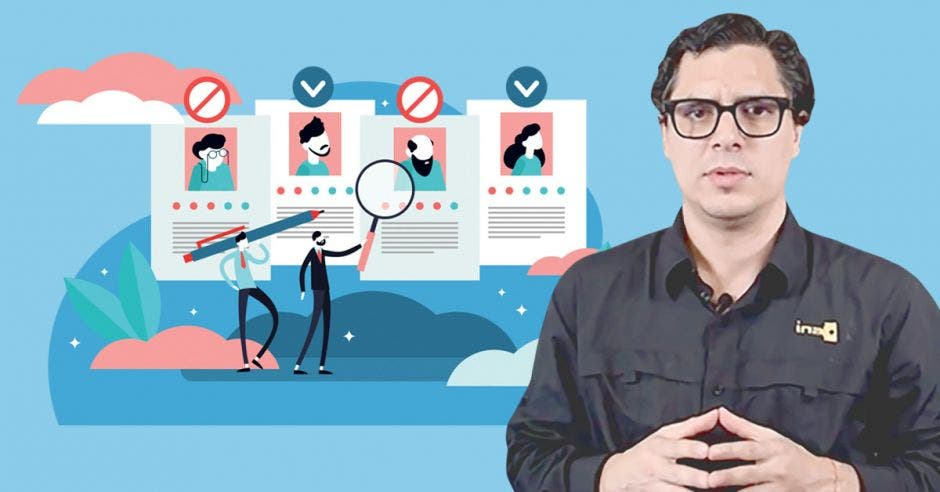 Andrés Romero y un dibujo de personas revisando currículum