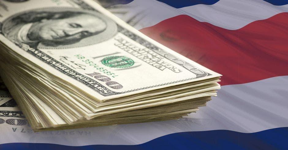 Dólares y bandera de Costa Rica
